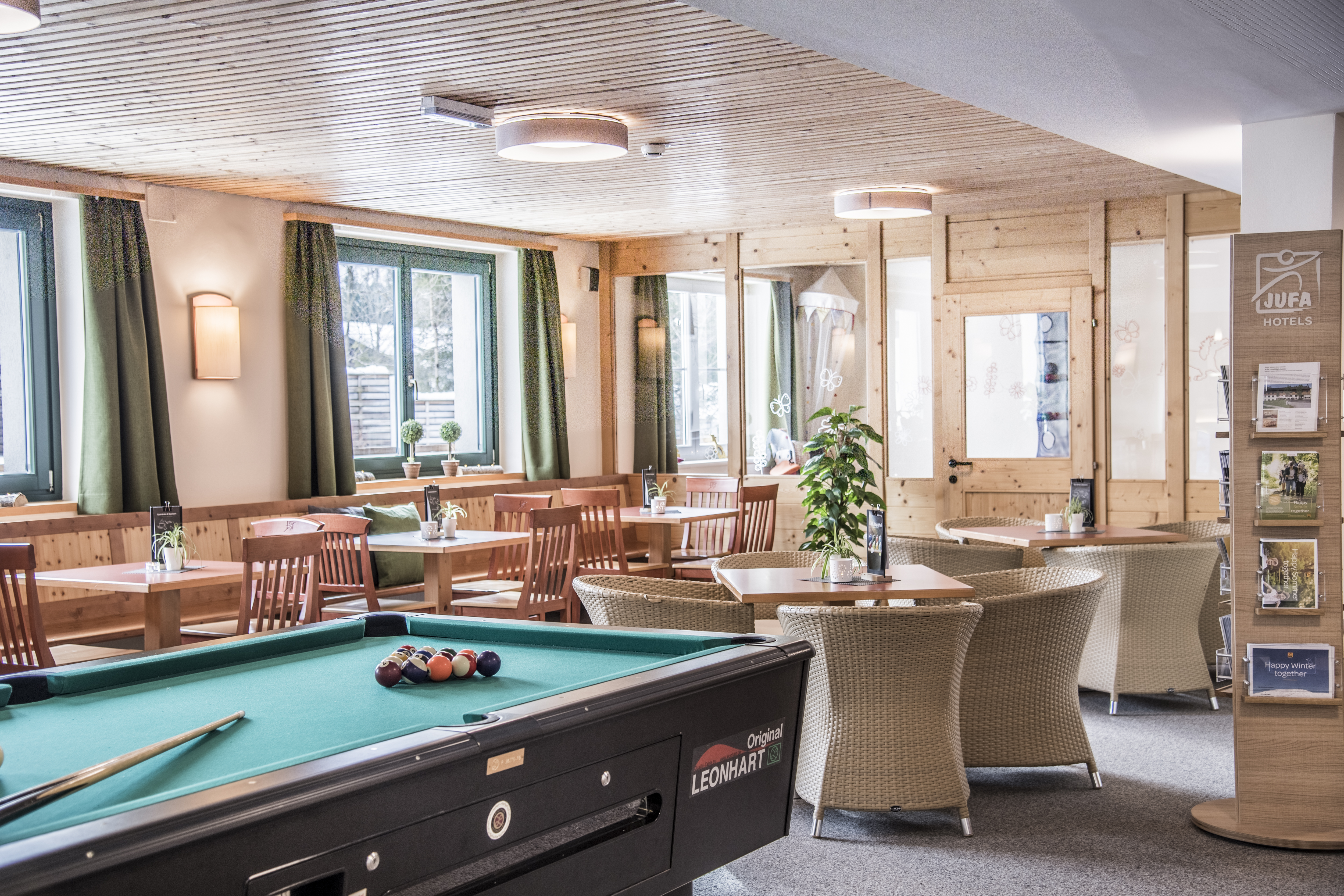 Café im JUFA Hotel Bad Aussee mit Billardtisch