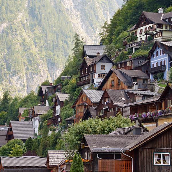 Hallstatt Weltkulturerbe Berg See Haeuser urig wohnen