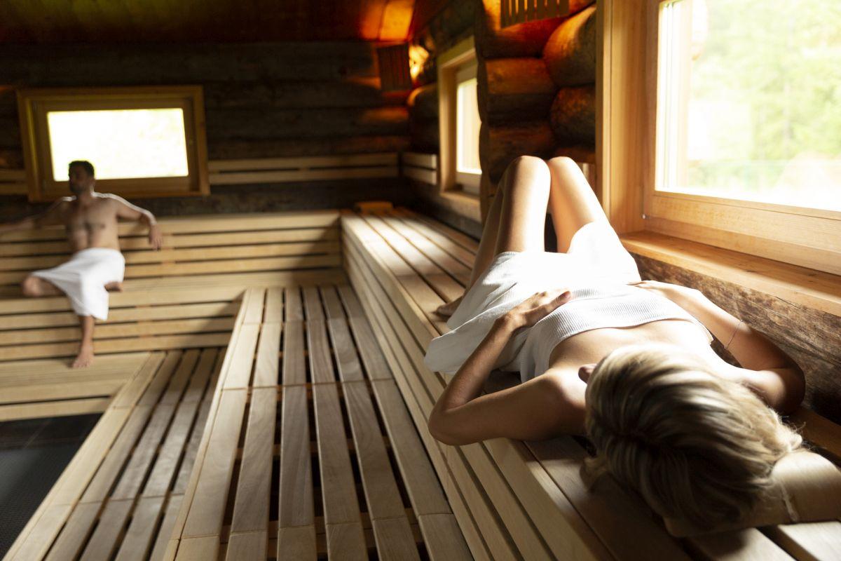 Entspannen im Saunadorf der GrimmingTherme